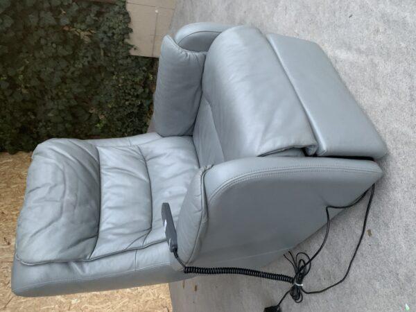 Кожаное кресло (бронь)