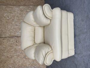 Кожаное кресло.бронь
