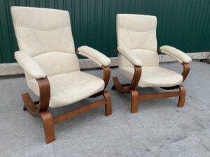 Кожаные кресла!