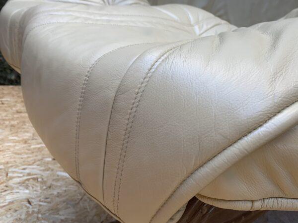 Кожаный диван .