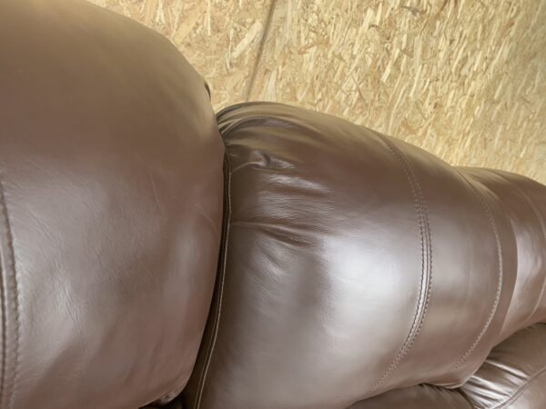 Кожаный диван (реклайнер)меняется угол .