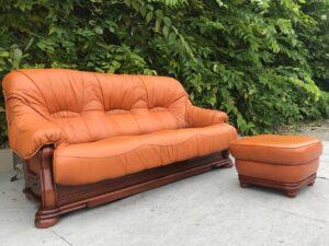Кожаный диван (раскладной) + пуф